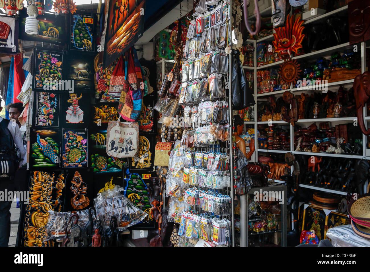 Negozio di souvenir sulle strade di Colombo, Sri Lanka. Immagini Stock