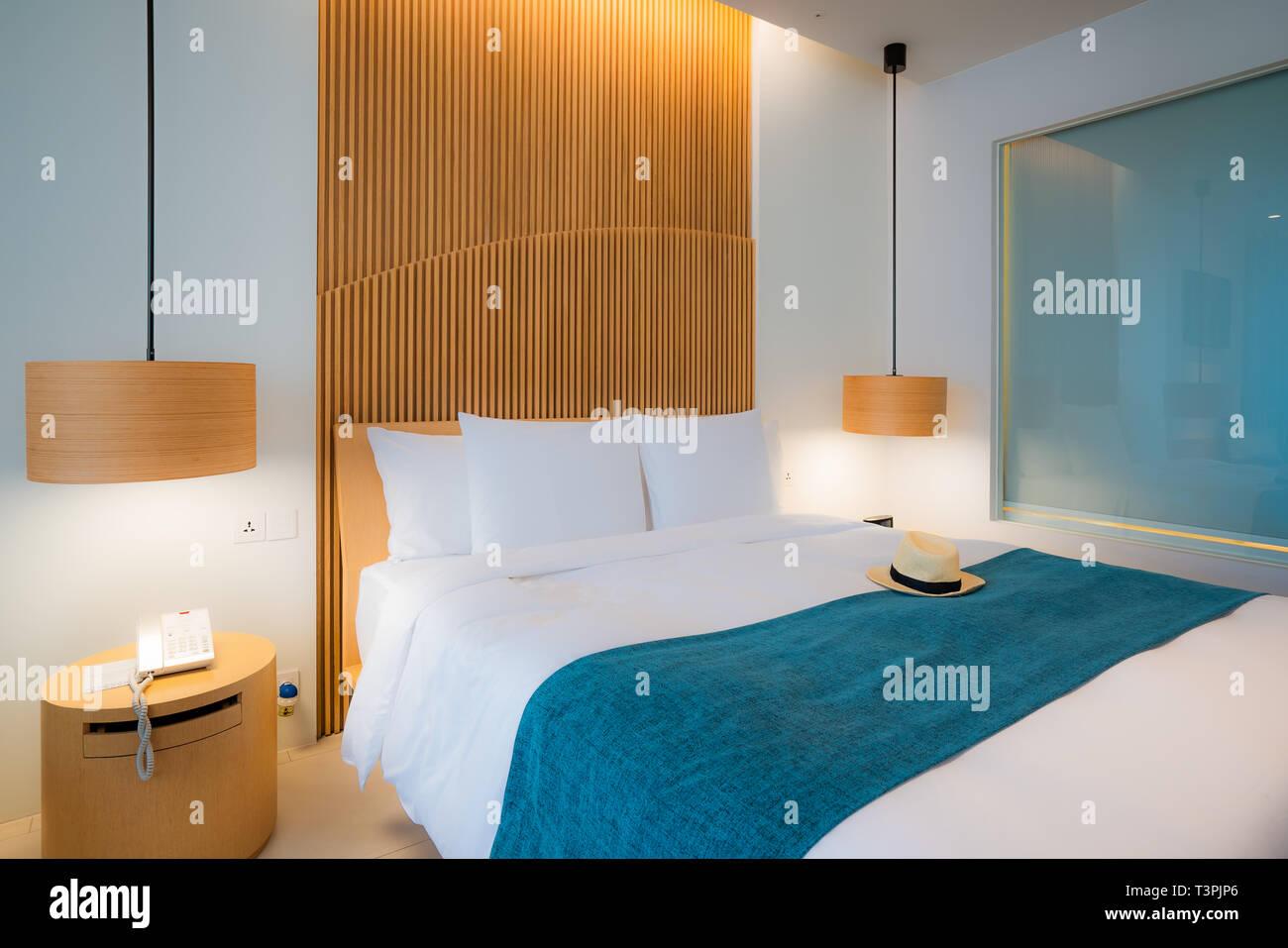 Camera da letto moderna. Bellissimo interno dell hotel, appartamento ...