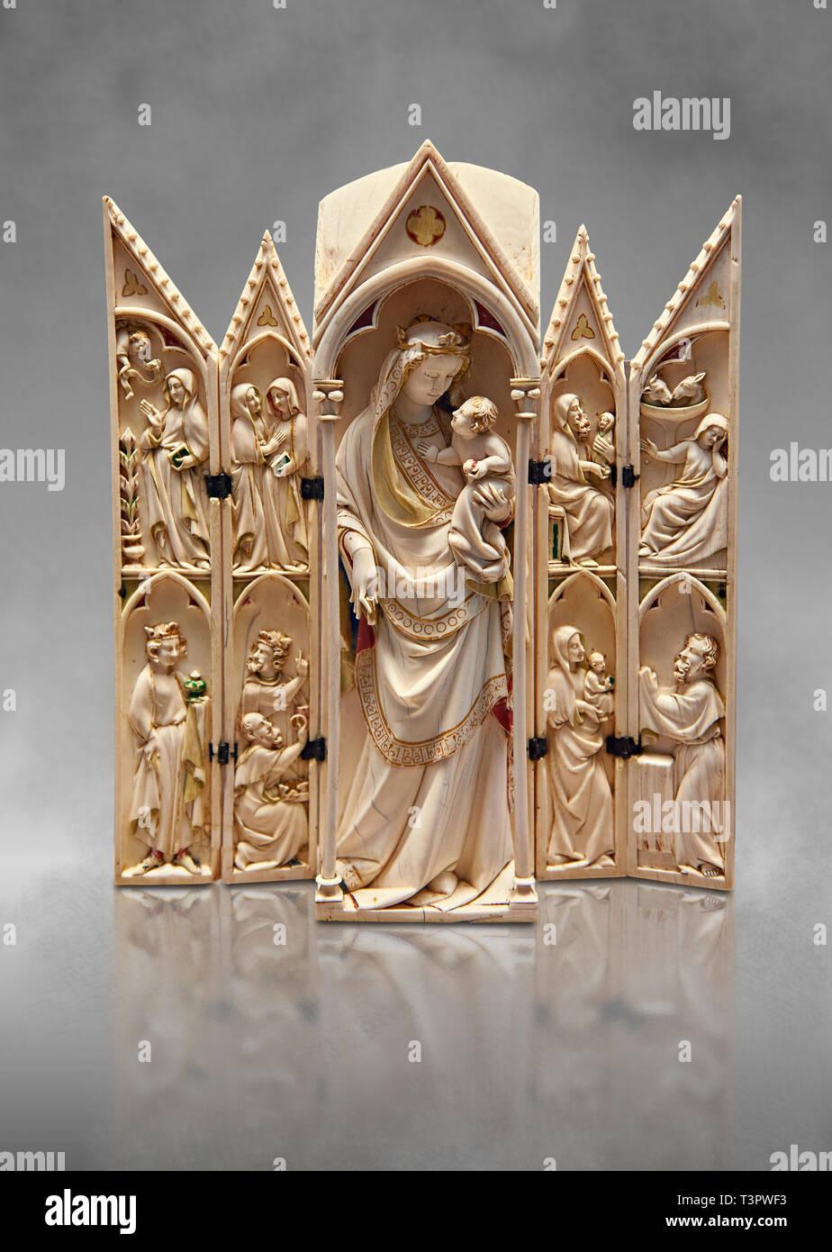 Gotico medievale tabernacolo in avorio raffigurante la Vergine e il bambino con scene dell'Annunciazione, la Natività, l'Adorazione dei Magi e il presente Immagini Stock