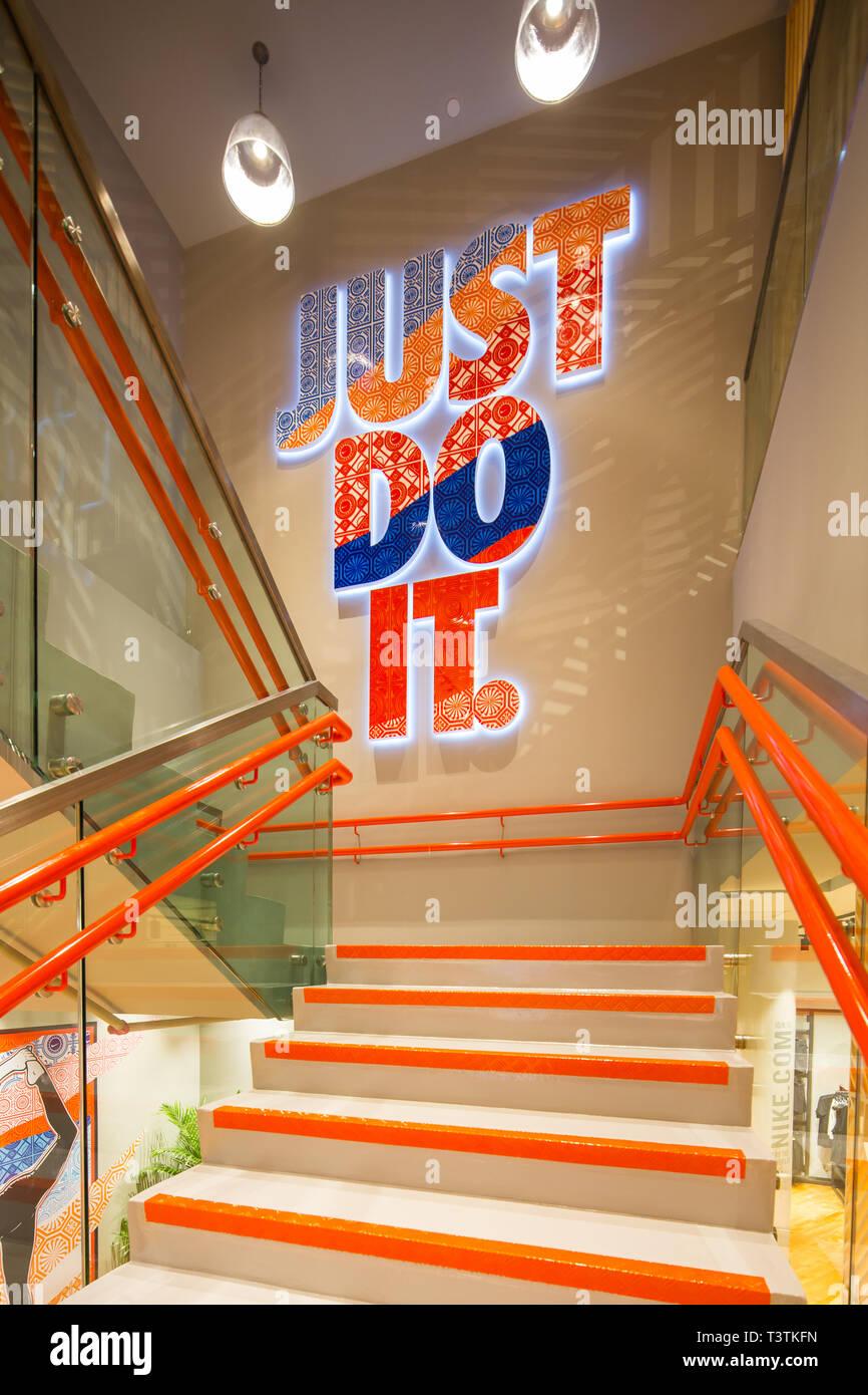 11df2699d2 Splendido design di Nike tagline 'Just do it in Nike boutique al gioiello  dell'