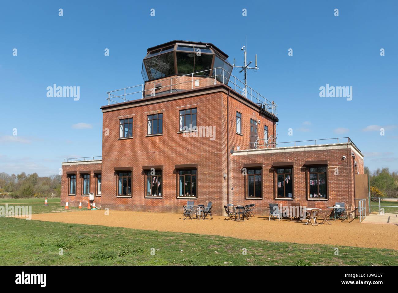 La torre di controllo a Greenham Common vicino a Newbury, Berkshire, Regno Unito, recentemente aperto al pubblico. Immagini Stock