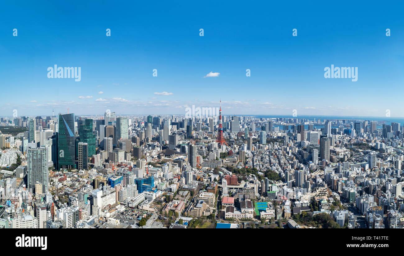 Paesaggio urbano di Tokyo. Panoramica vista aerea sulla città dal ponte di osservazione dei Mori Tower, Roppongi Hills, Tokyo, Giappone Immagini Stock