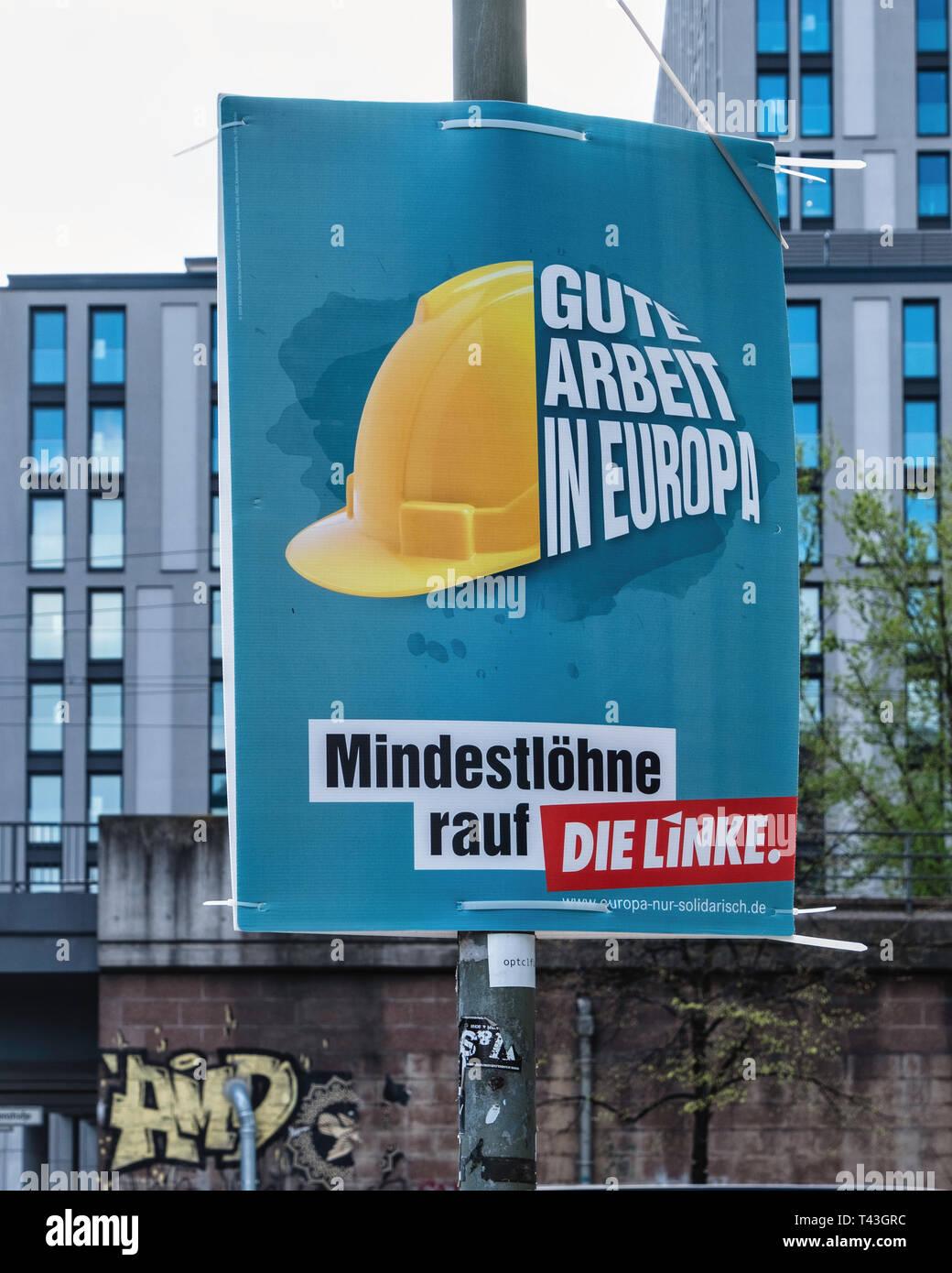 Berlino. Cartellone elettorale, elezioni europee 23-26 maggio 2019, Die Linke partito politico chiamate poster per salario minimo Immagini Stock