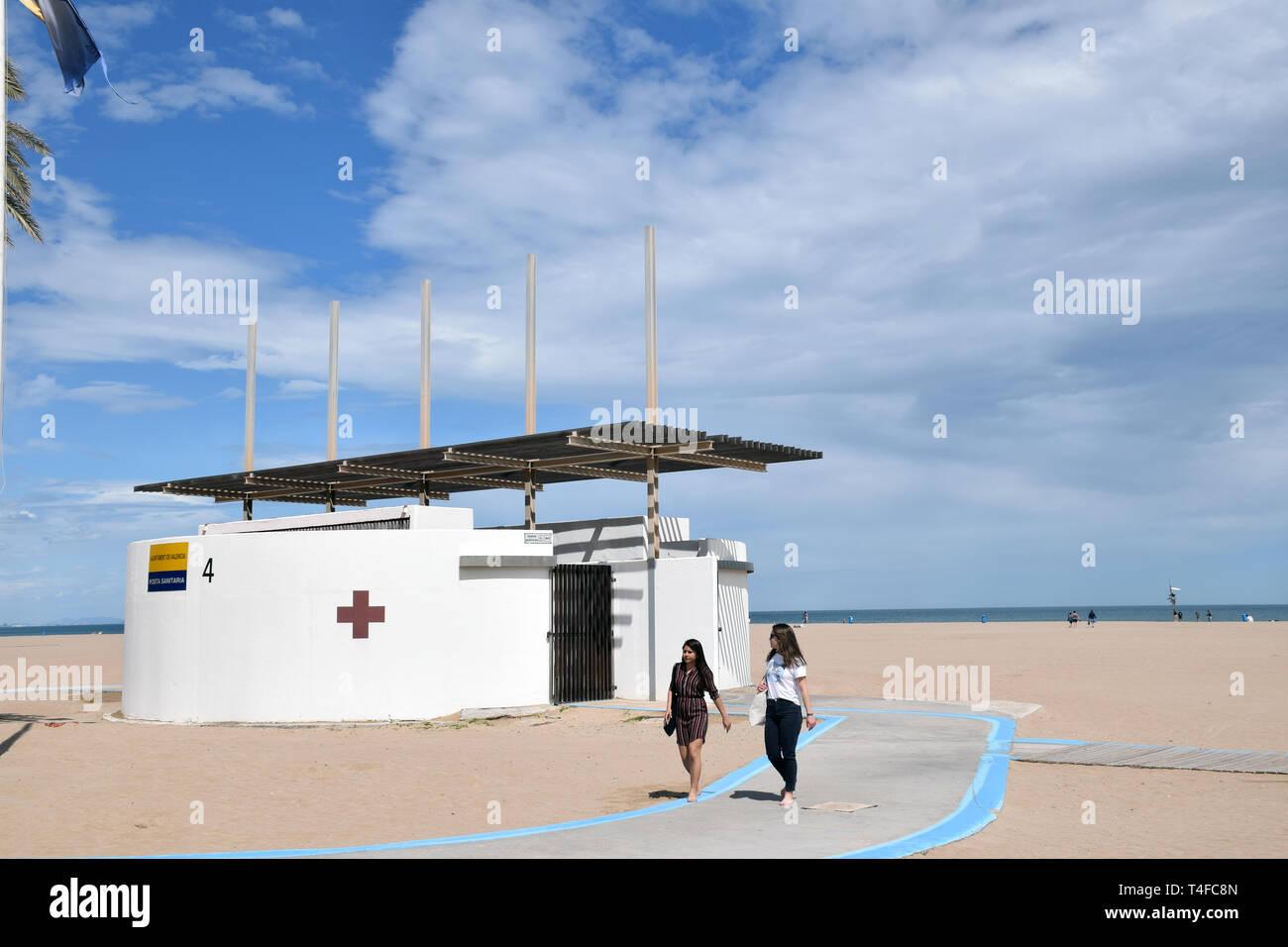 Primo soccorso post, Cabanyal beach, Valencia, Spagna Aprile 2019 Immagini Stock