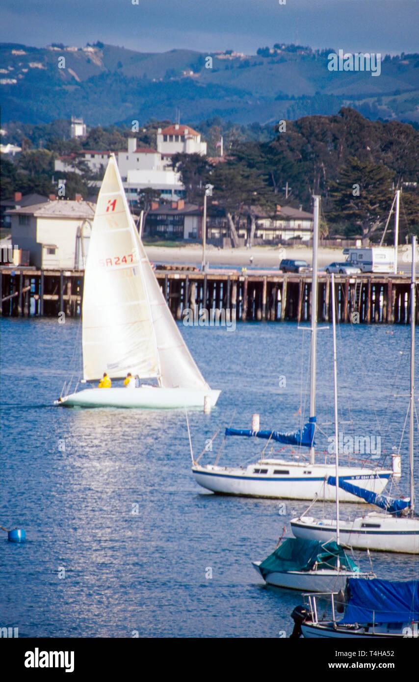 California Monterey Marina barca a vela vista dal Monterey Bay sentiero ricreative Immagini Stock