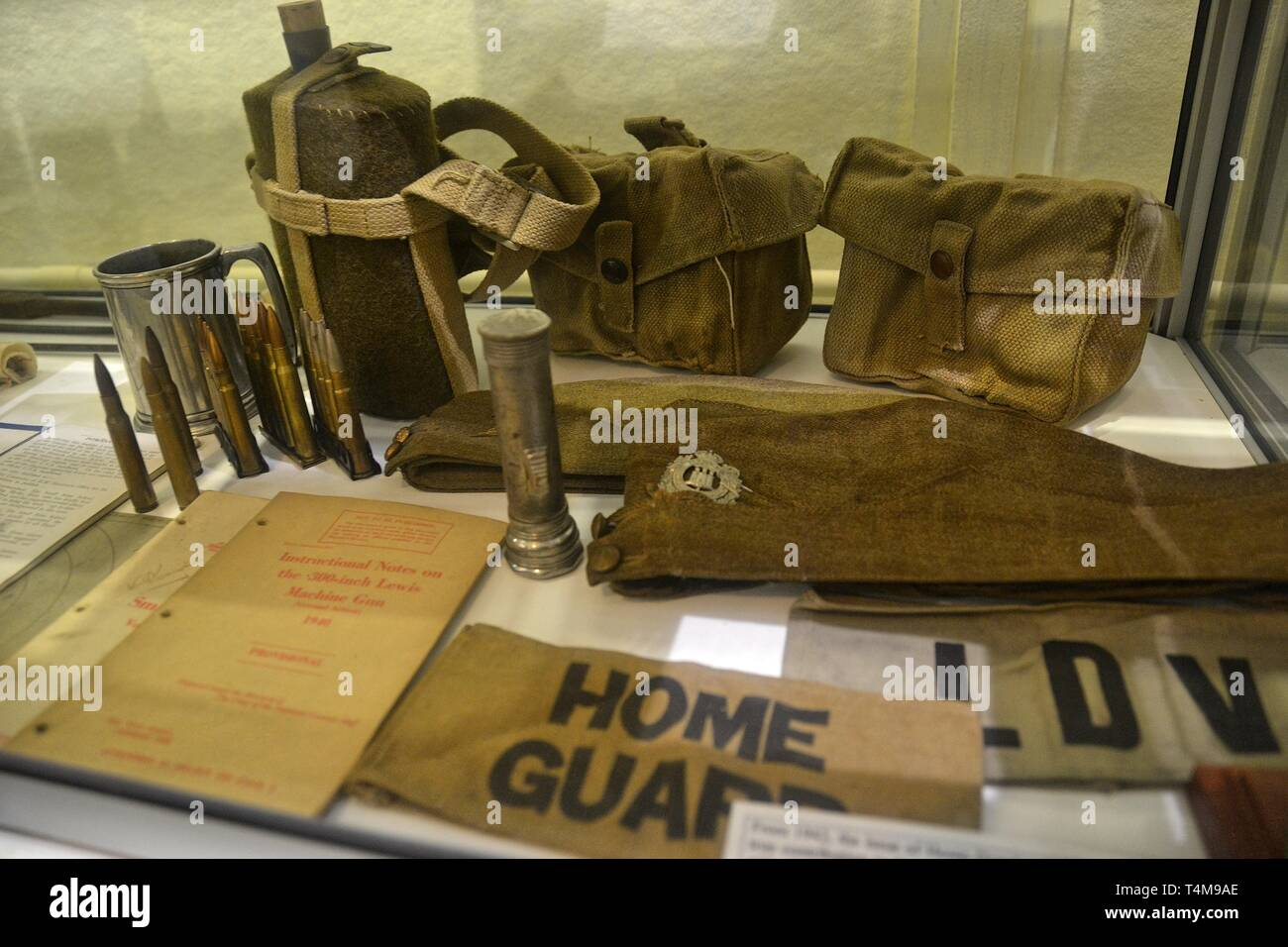 Home Guard voci sul display a Parham Airfield Museum, Framlingham, Suffolk, Inghilterra, Regno Unito Immagini Stock