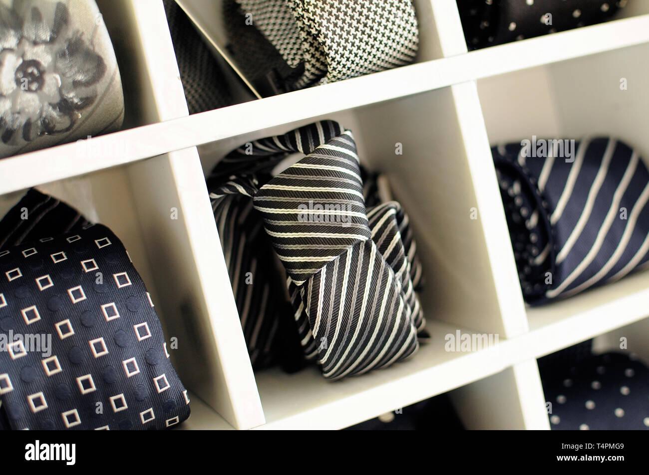Un Armadio A Scomparti.Visualizzazione Delle Cravatte O Legami Con Il Classico Di Motivi