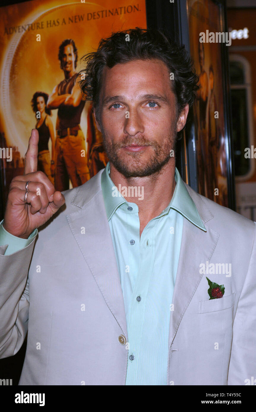 LOS ANGELES, CA. Aprile 04, 2005: Attore MATTHEW McCONAUGHEY presso il Los  Angeles premiere del suo nuovo film del Sahara, al Grauman's Chinese  Theater di Hollywood. © 2005 Paul Smith / Featureflash Foto stock - Alamy