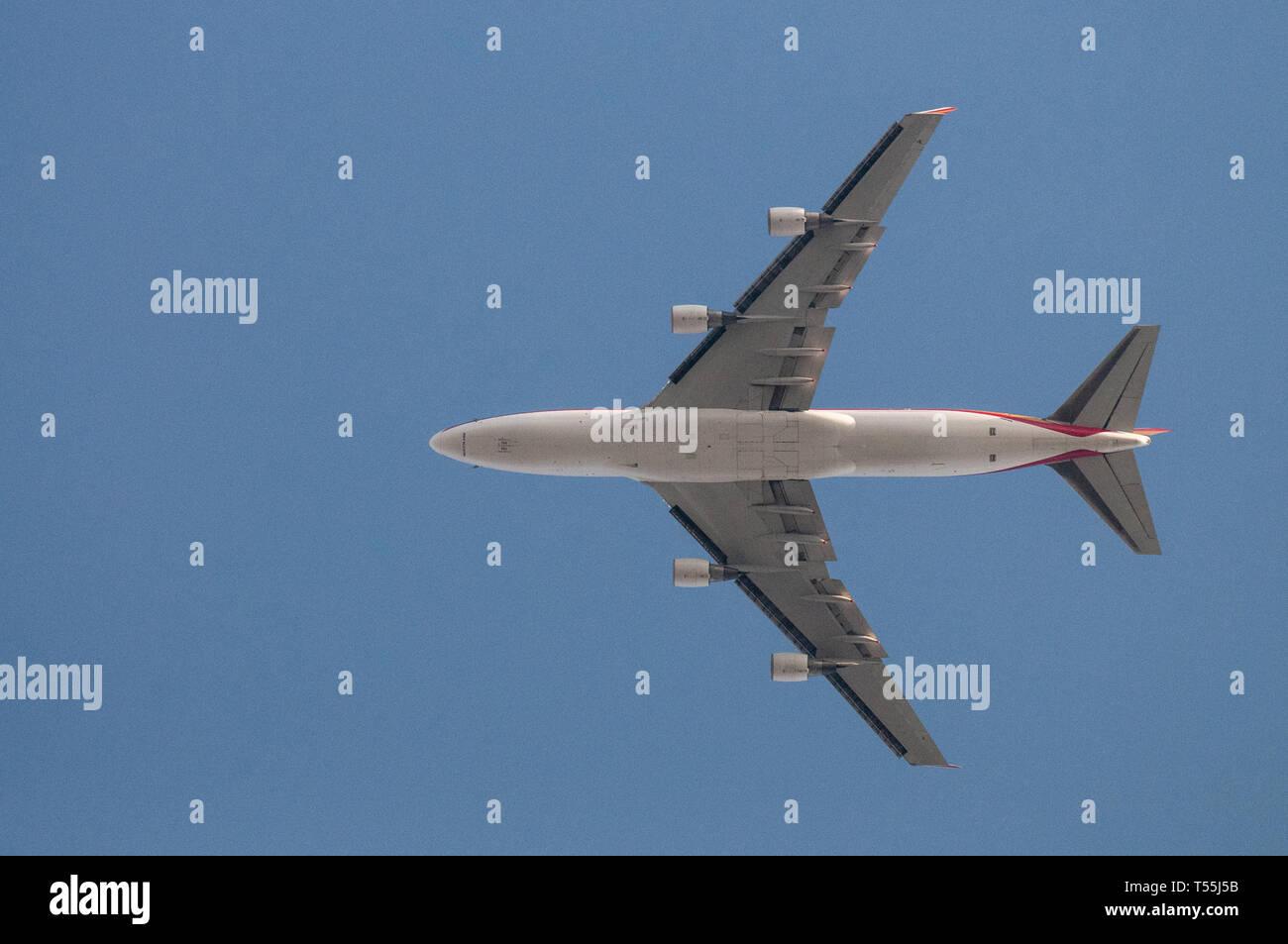 Close-up di un Boeing 747 volare basso. Immagini Stock