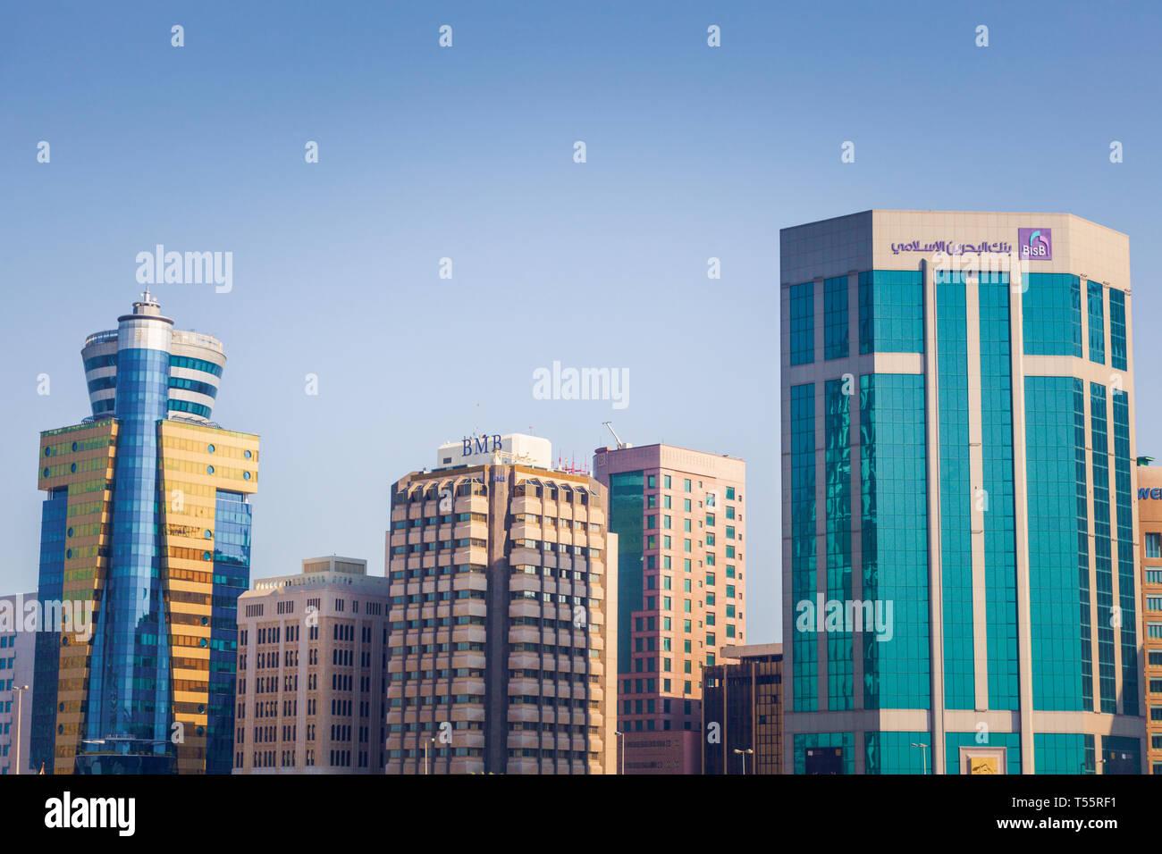 Skyline della città a Manama, Bahrain Immagini Stock