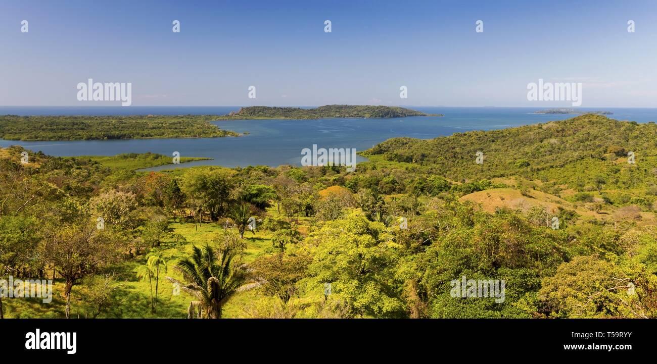 Oceano Pacifico Scenic ampia panoramico paesaggio tropicale e zona umida della palude Viewpoint in Panama Chiriqui Provincia Immagini Stock