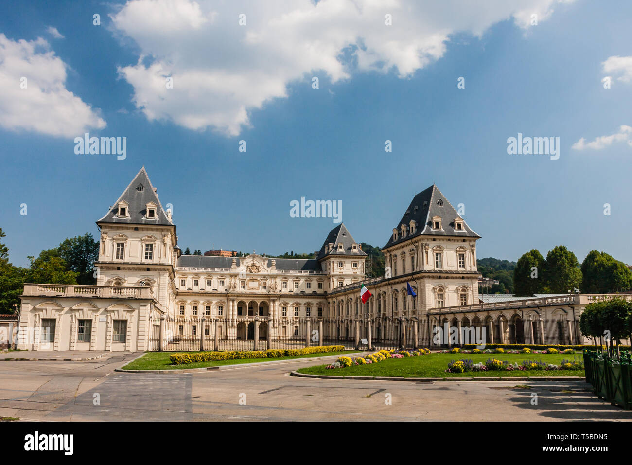 Il Castello del Valentino (Italiano Castello del Valentino è un edificio  storico di Torino Foto stock - Alamy