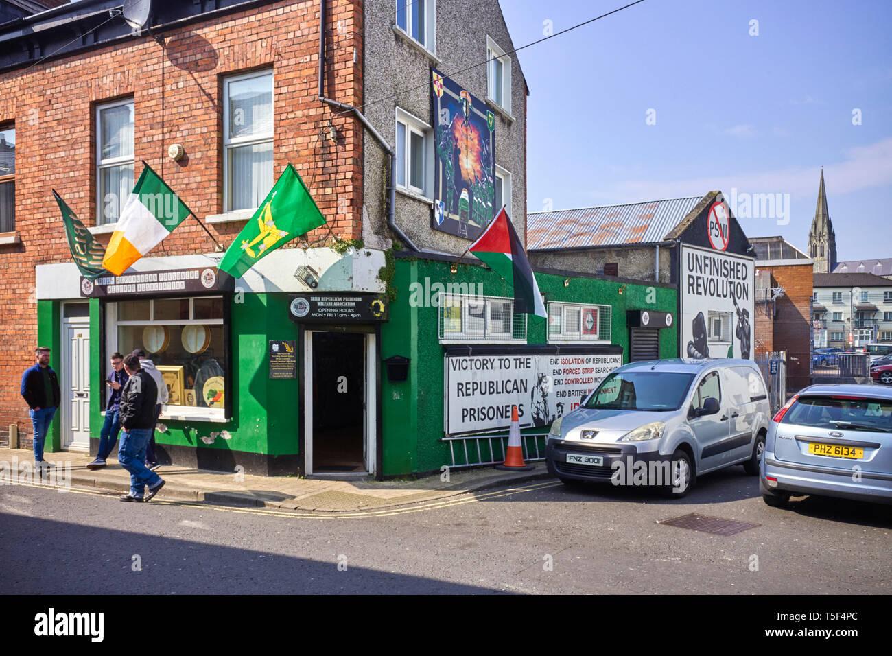 Il repubblicano irlandese prigionieri welfare association shop e centro informazioni su Chamberlain Street a Derry / Londonderry Immagini Stock