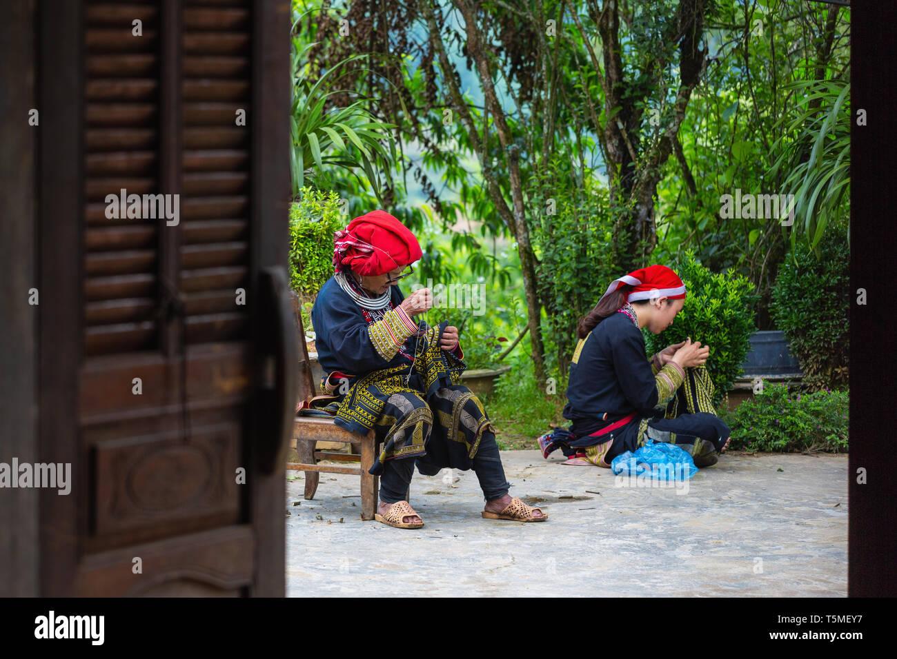 Donna di Red Dzao minoranza etnica Popolo di Sapa, il Vietnam Asia Immagini Stock