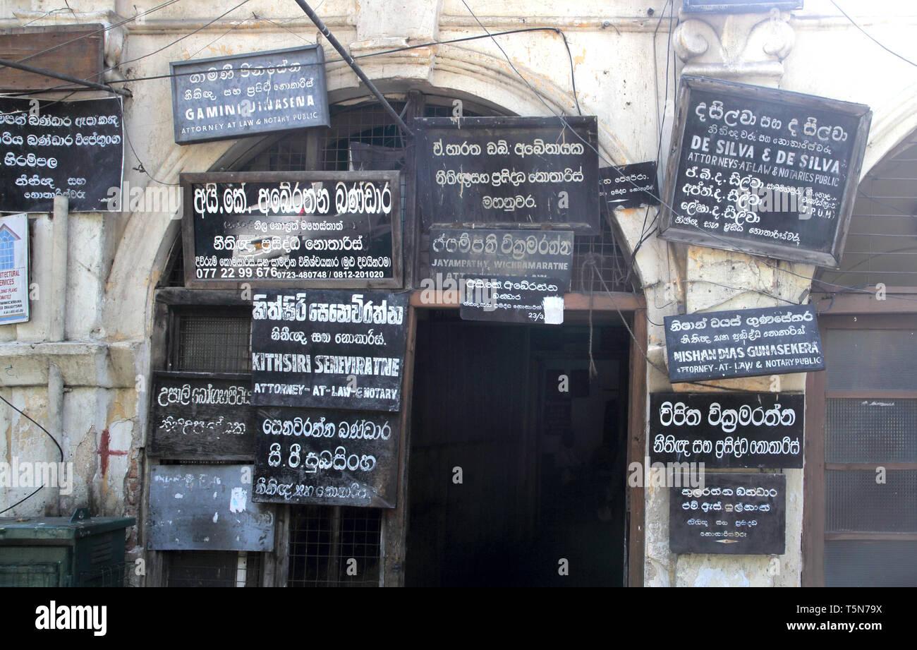 Semplici indicazioni per i professionisti fuori sede in Kandy sri lanka Immagini Stock