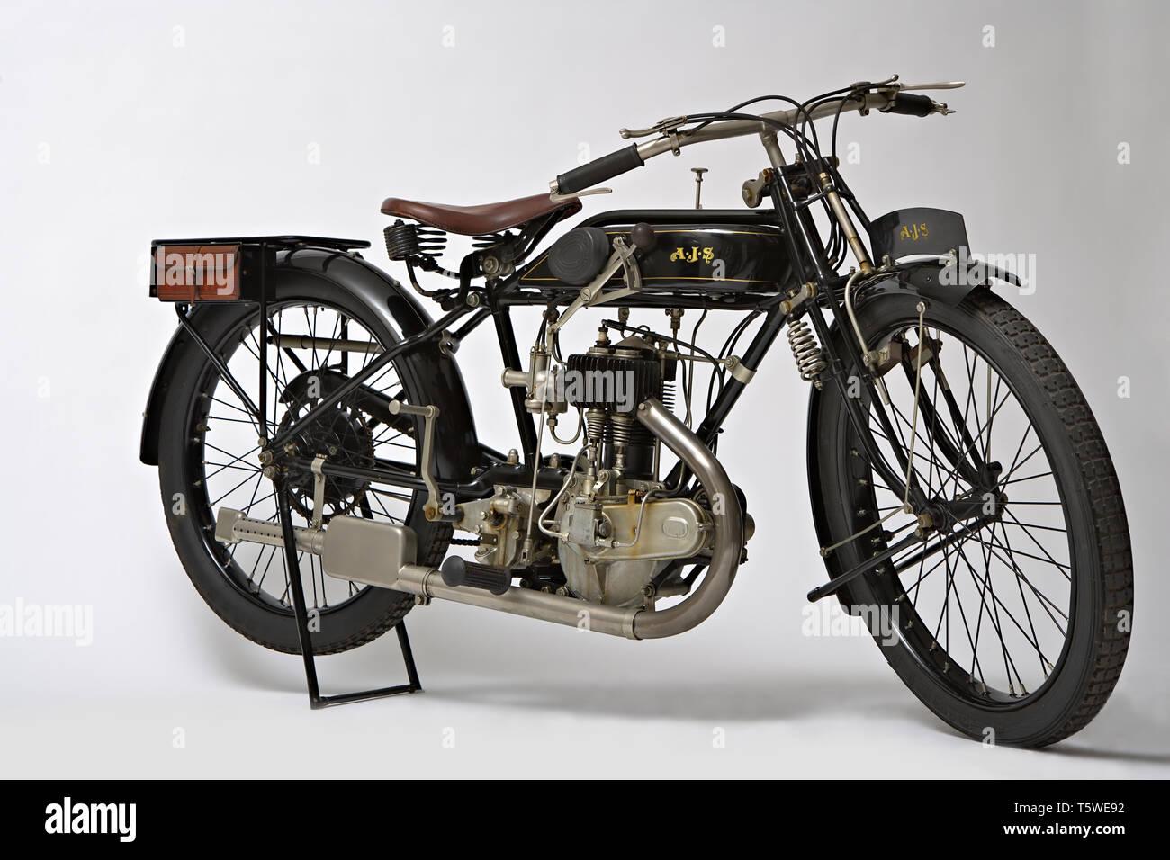 Moto d'epoca AJS ES 350 Marca: AJS modello: ES 350 Nazione: Regno Unito - Londra anno: 1925 Condizioni: restaurata cilindrata: 350 Foto Stock