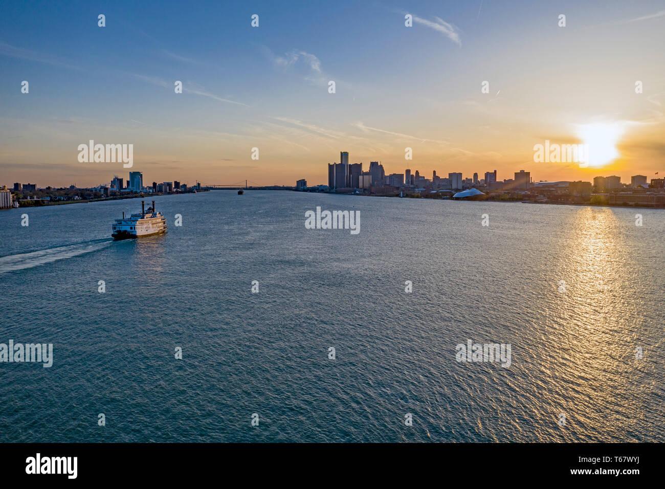 Detroit data aggancio profili per gli esempi di siti Web di incontri