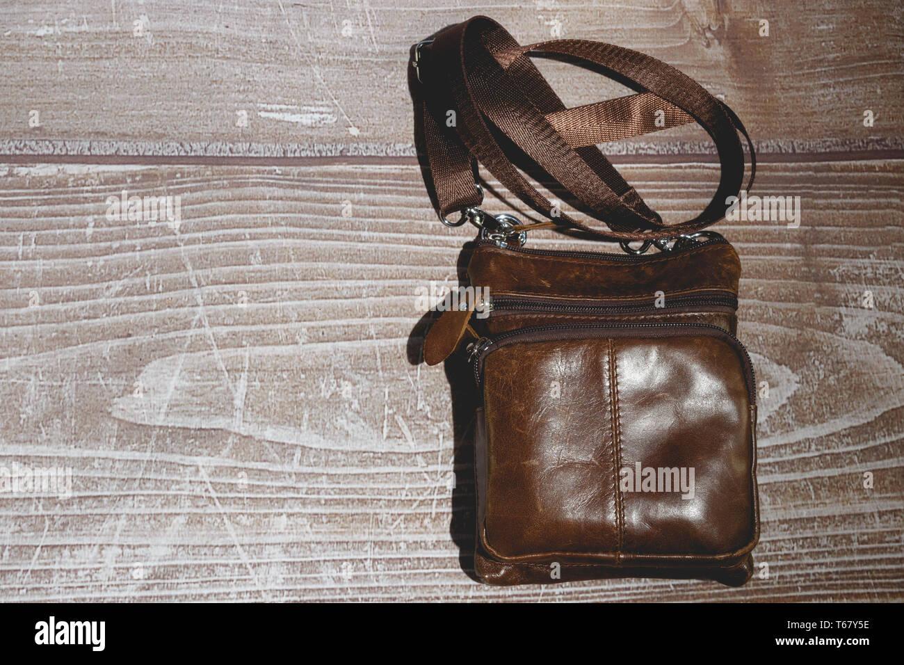 fc4942d596 Borsa A Tracolla Immagini & Borsa A Tracolla Fotos Stock - Alamy