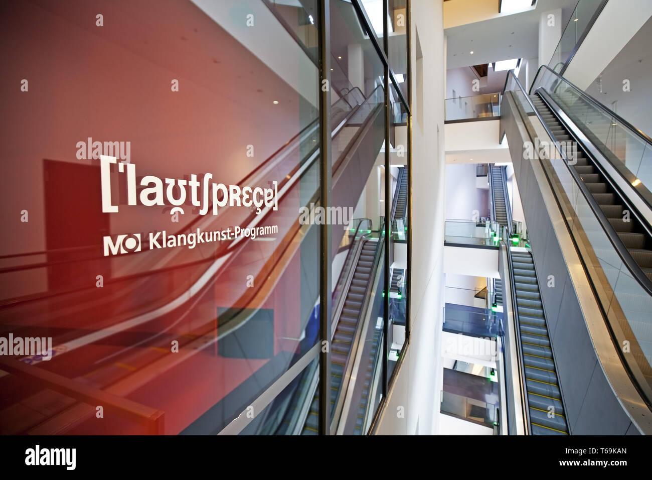 Arte suono spazio del museo Ostwall con scalinata in Dortmund U, Dortmund, Germania Immagini Stock