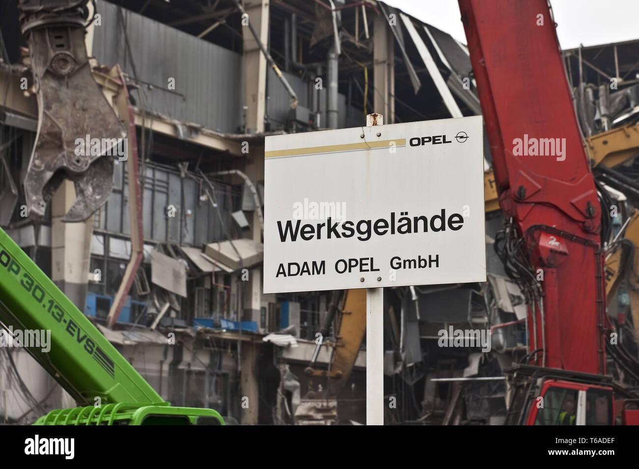 Opel Car Company segno davanti dei lavori di demolizione, Bochum, la zona della Ruhr, Germania, Europa Immagini Stock