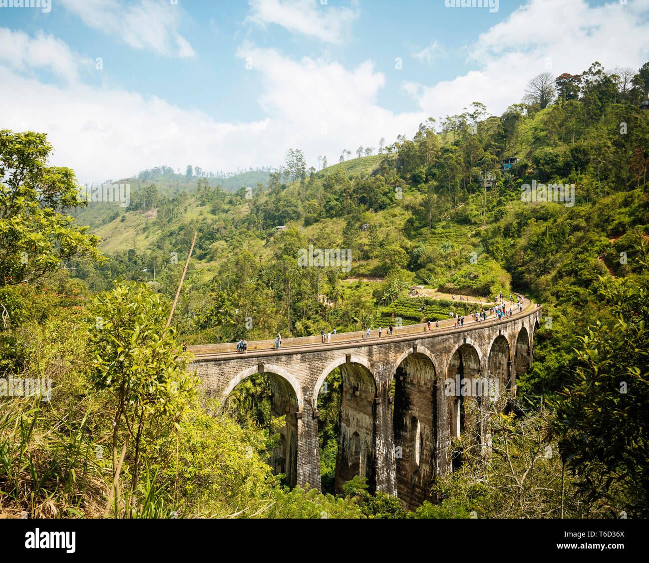 Nove ponte di Arco, Ella, provincia di Uva, Sri Lanka, Asia Foto Stock