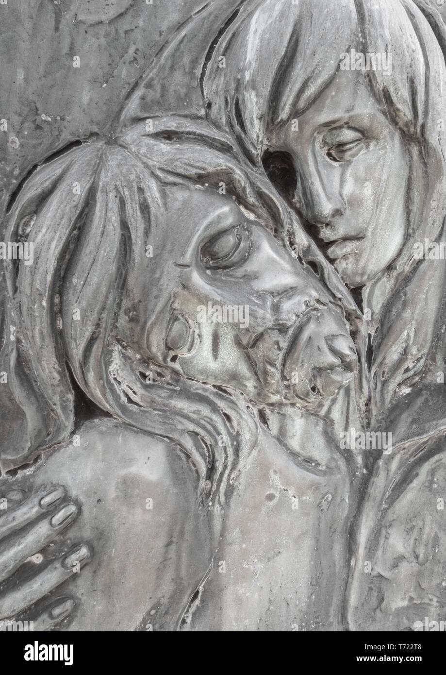 Bassorilievo in bronzo raffiguranti la Pietà di Michelangelo Immagini Stock