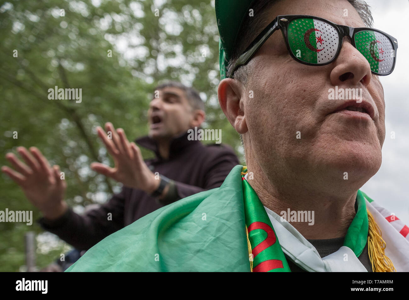 Il cambio di regime in Algeria è discussa a Speakers' Corner, il parlare in pubblico area di Hyde Park di Londra, Regno Unito. Immagini Stock