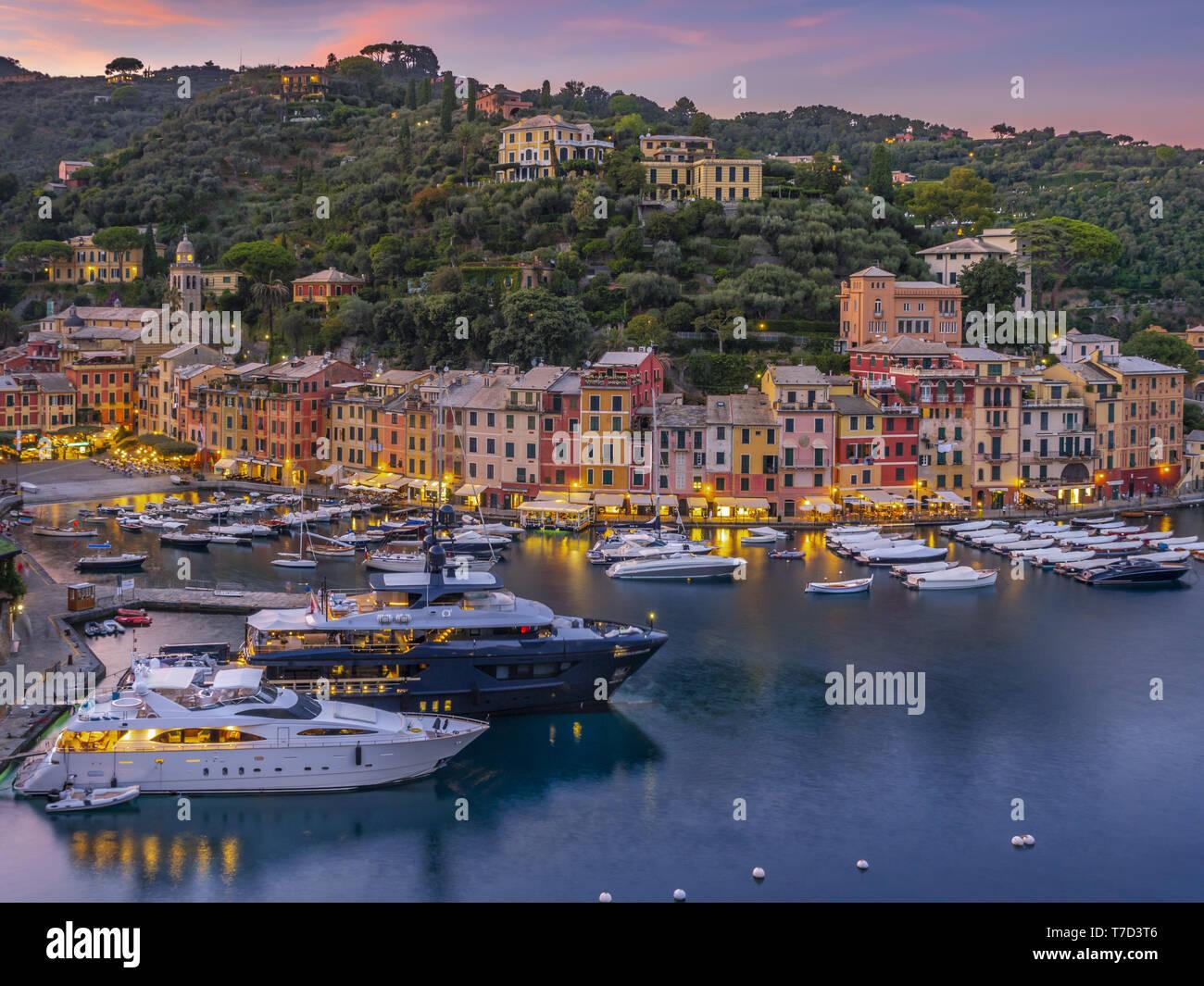 Vista sul porto di Portofino, Italia Foto Stock