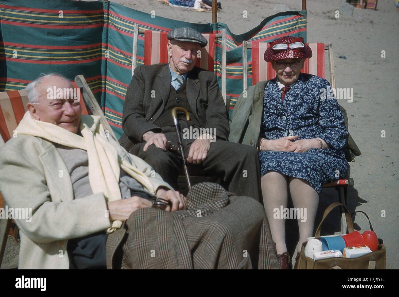 xxx anziana seduta nello sdraio