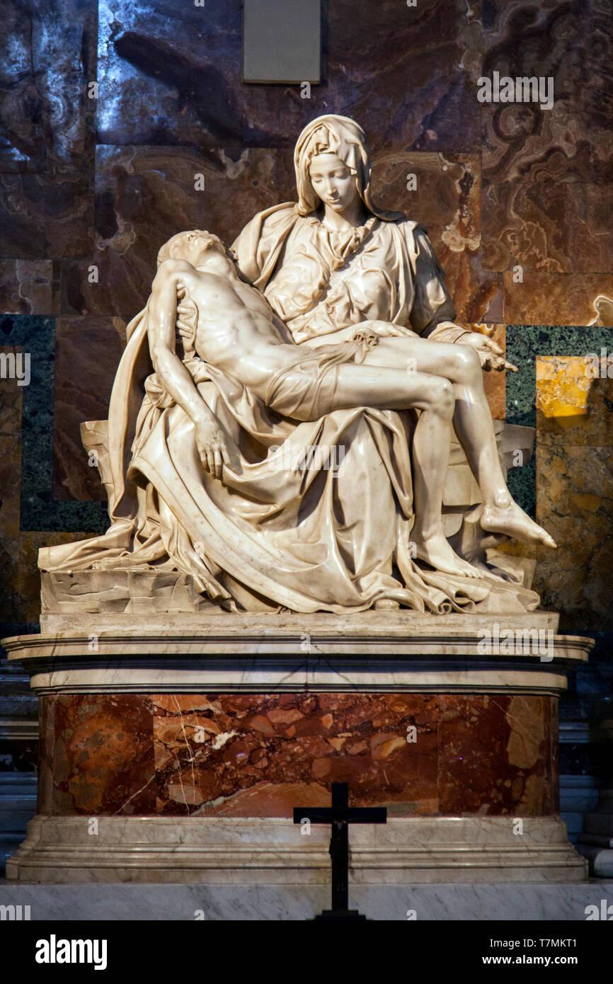 Il peccato o la Pietà di Michelangelo nella Basilica Papale di San Pietro in Vaticano, o semplicemente la Basilica di San Pietro, Roma, Italia Immagini Stock