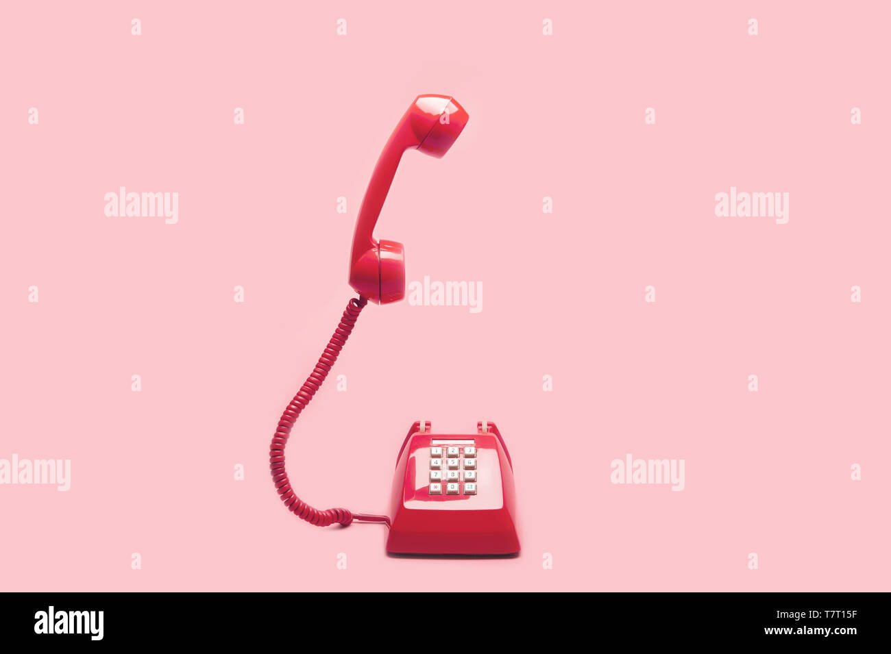 Retrò Telefono Rosa Su Sfondo Rosa Pop Art O In Stile Vintage Foto