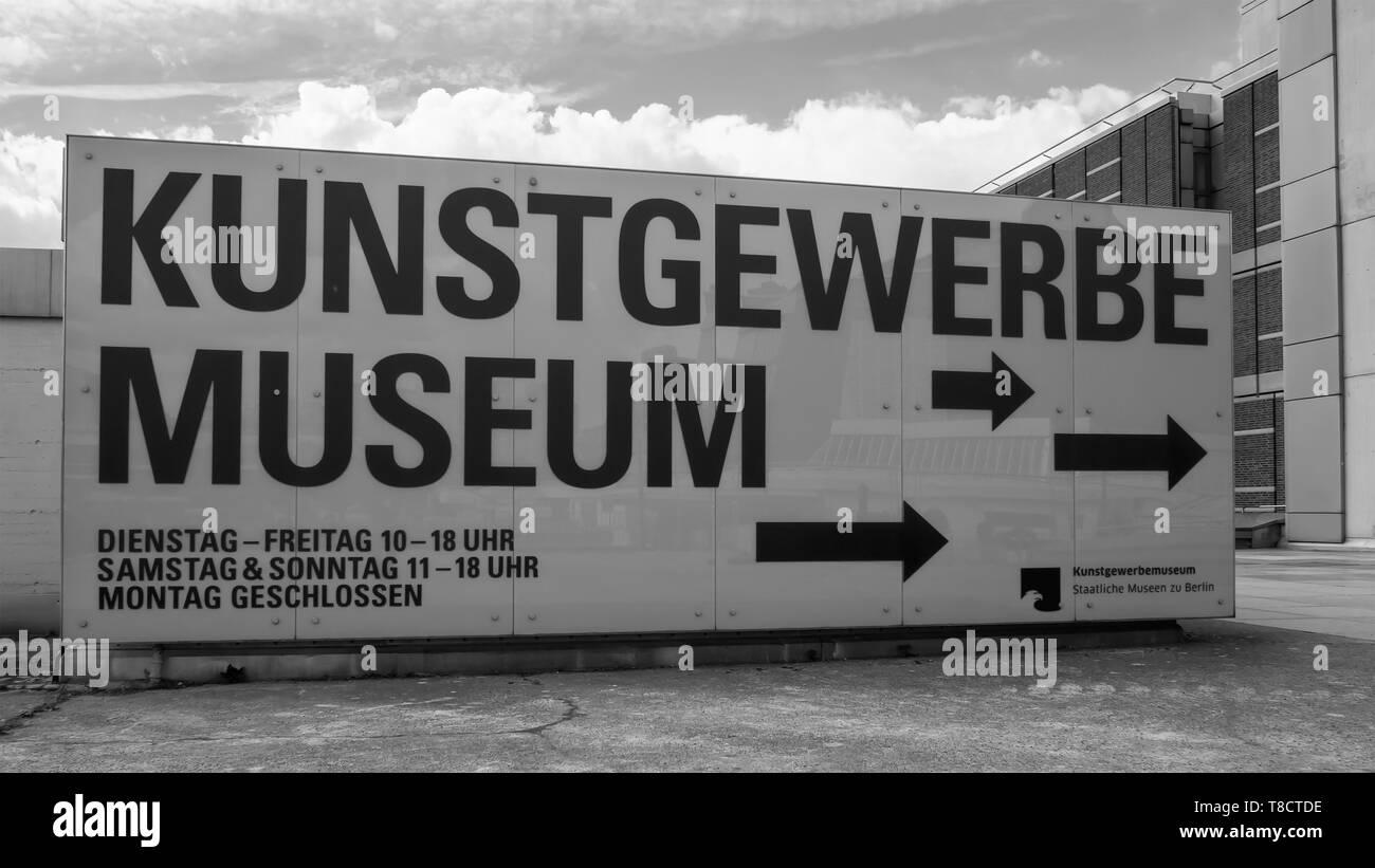 Berlino, Germania - 4 Maggio 2019: Kunstgewerbemuseum, Museo di Arti Decorative al Kulturforum di Berlino, monocromatico Immagini Stock