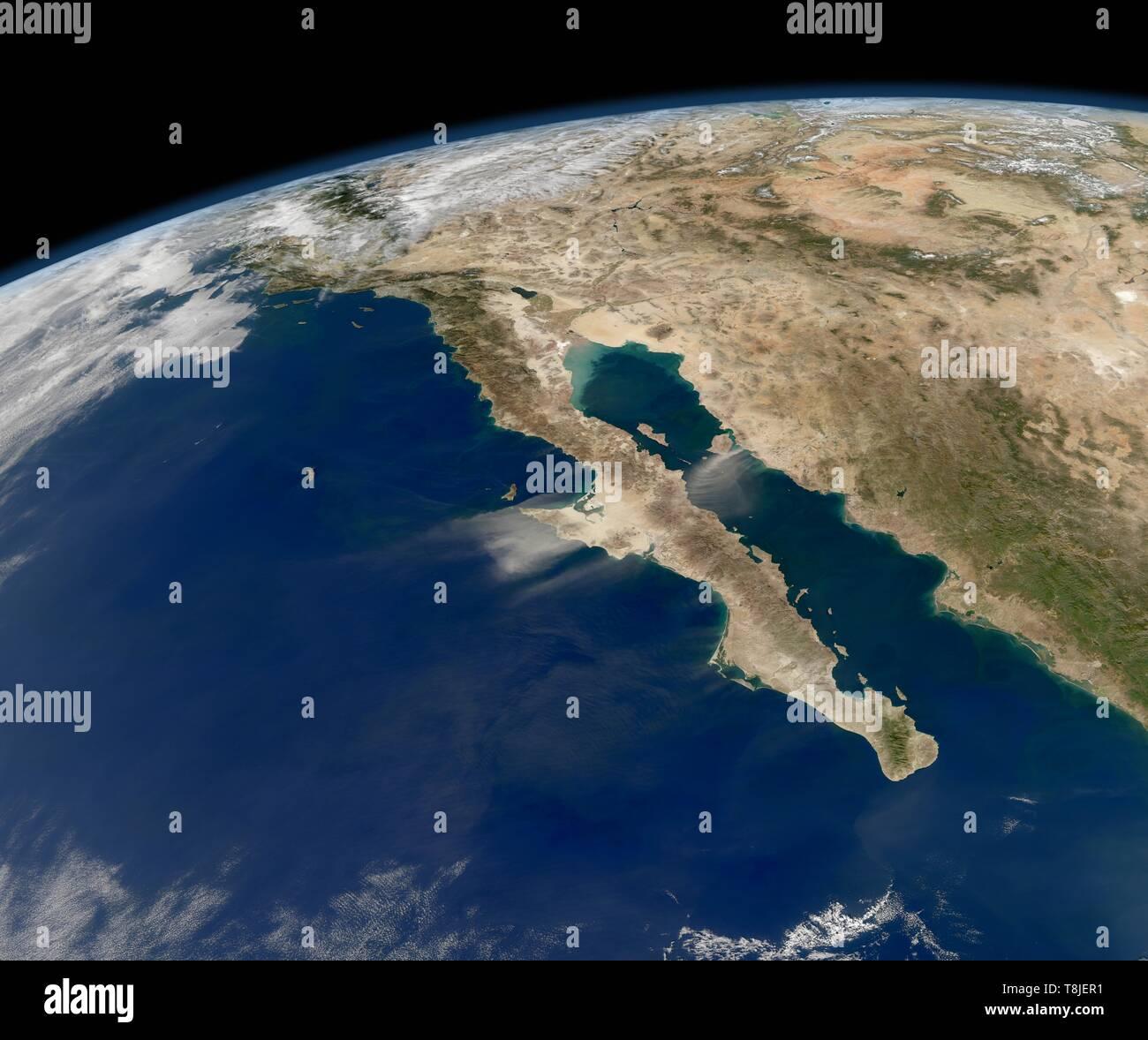 Nuvole di polvere soffiando fuori del Messico in Baja California visto dalla risoluzione moderata Imaging Spectroradiometer (dello spettroradiometro MODIS) su NASA Aqua satellite, 27 novembre 2011. Immagine cortesia Nazionale Aeronautica e Spaziale Administration (NASA). () Immagini Stock