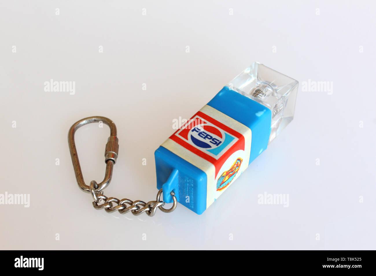Pepsi-Cola anello chiave, isolati su sfondo bianco, close-up Immagini Stock