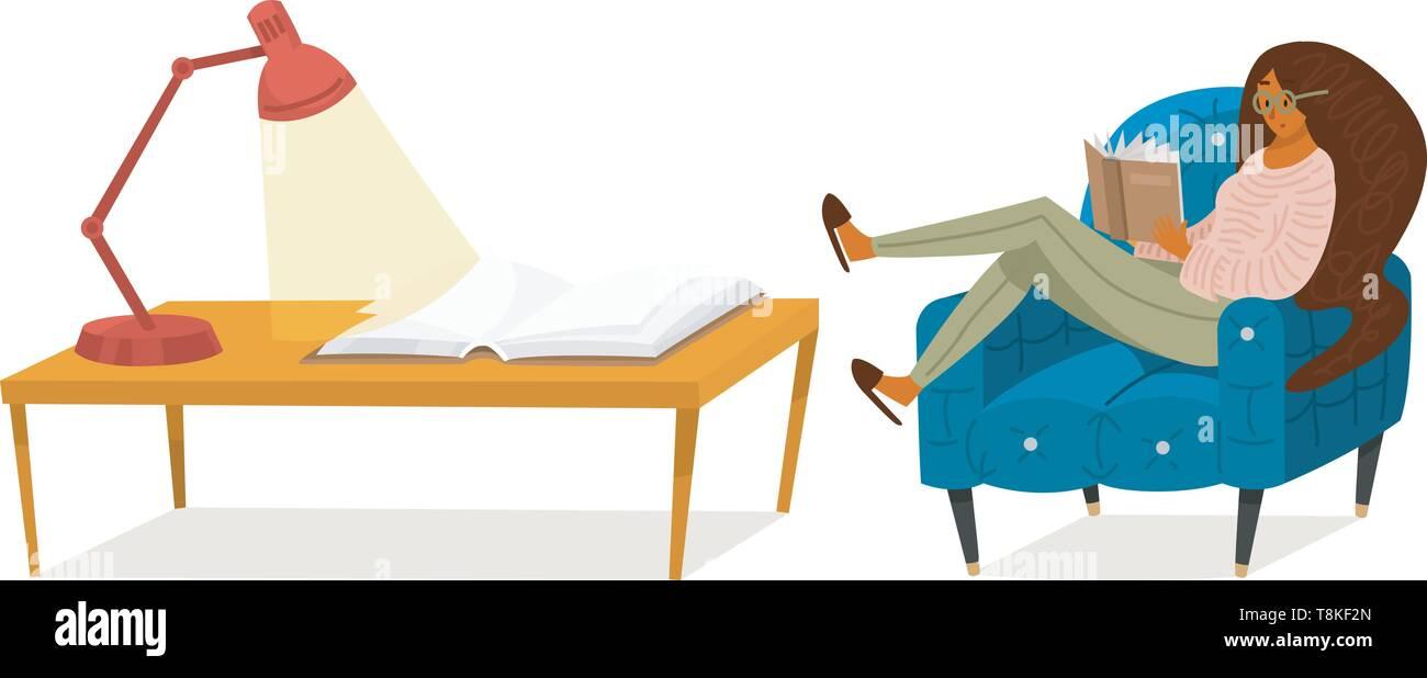 Un ventilatore di libri è una donna seduta sul divano. Elegante amante della letteratura con gli occhiali. Una tabella per l'apprendimento. Immagini Stock