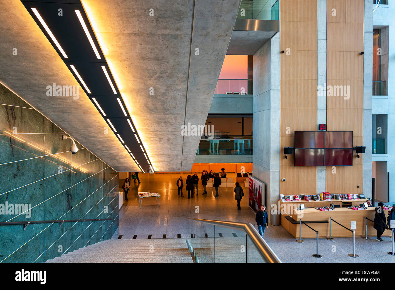 Lugano Arte e Cultura (LAC) è un centro culturale dedicato alla musica e video e performance arts inaugurato nel 2015 a Lugano, Svizzera. Il centro LAC Immagini Stock