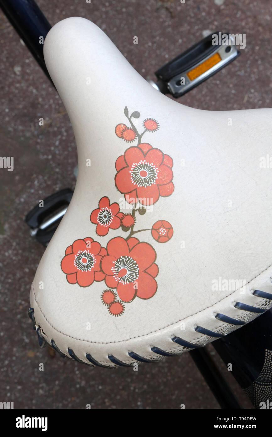 Selle de vélo fleurie. Immagini Stock