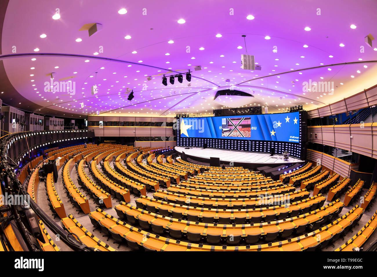 L'emiciclo interno o il Parlamento europeo camera, sala plenaria, Galleria dell'edificio del Parlamento Europeo a Bruxelles Belgio UE Europa Immagini Stock