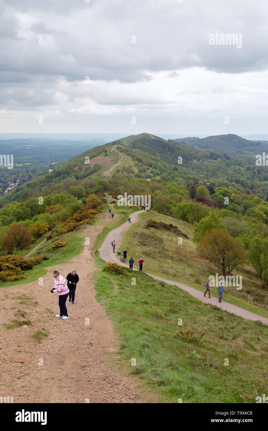 Malvern Hills - persone che camminano nella Malvern Hills, siti di particolare interesse scientifico, Malvern, Worcestershire Inghilterra REGNO UNITO Immagini Stock