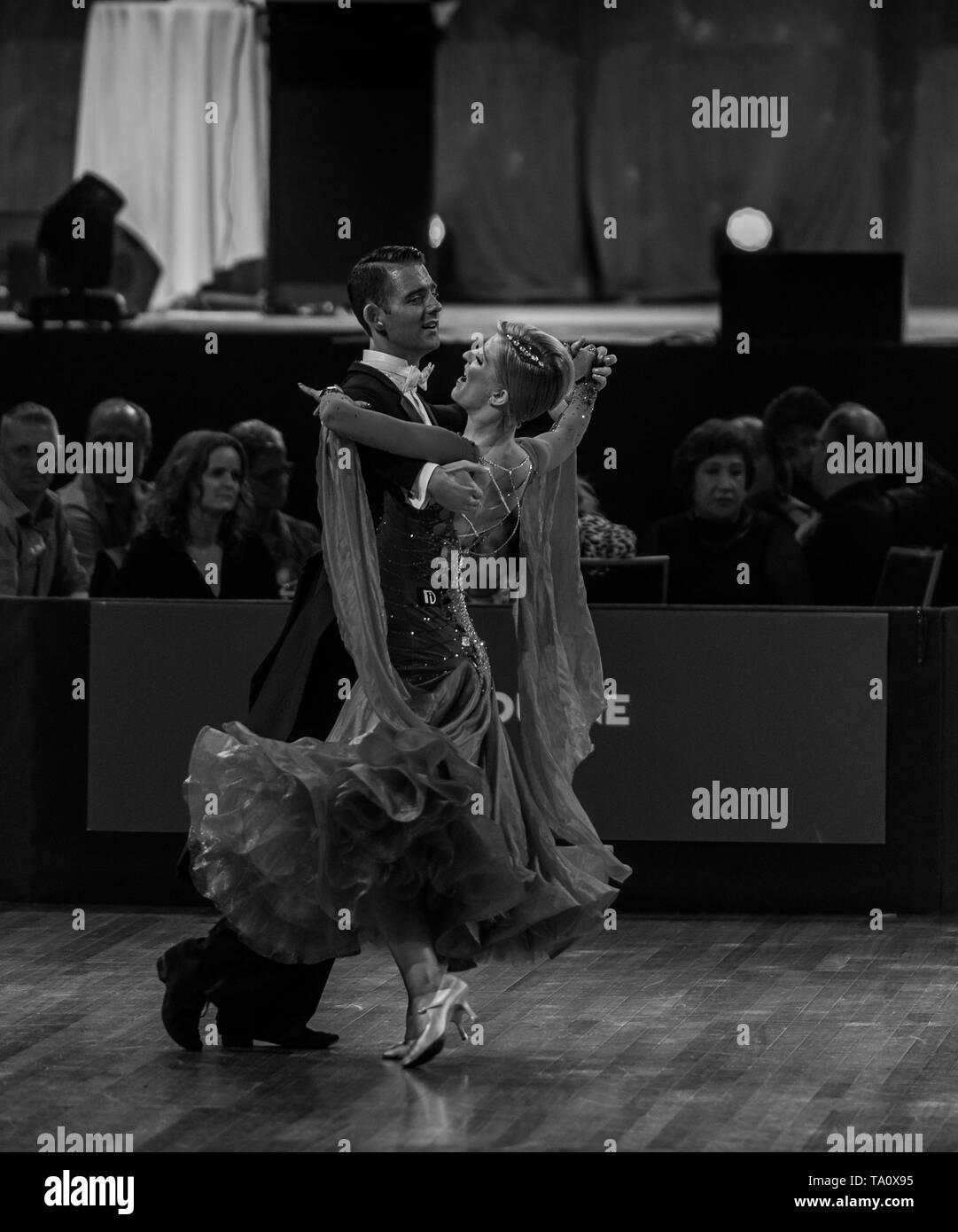 Danza Sportiva campionato: Standard di ballo da sala concorrenti. Australian Danza Sportiva Campionato 2018 - Arena di Melbourne. Immagini Stock