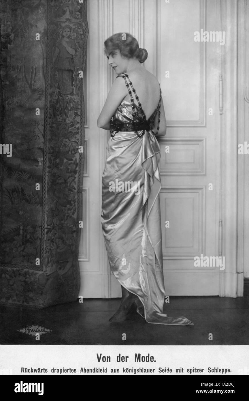 e066d3c72549 Evening Dress Made Immagini   Evening Dress Made Fotos Stock - Alamy