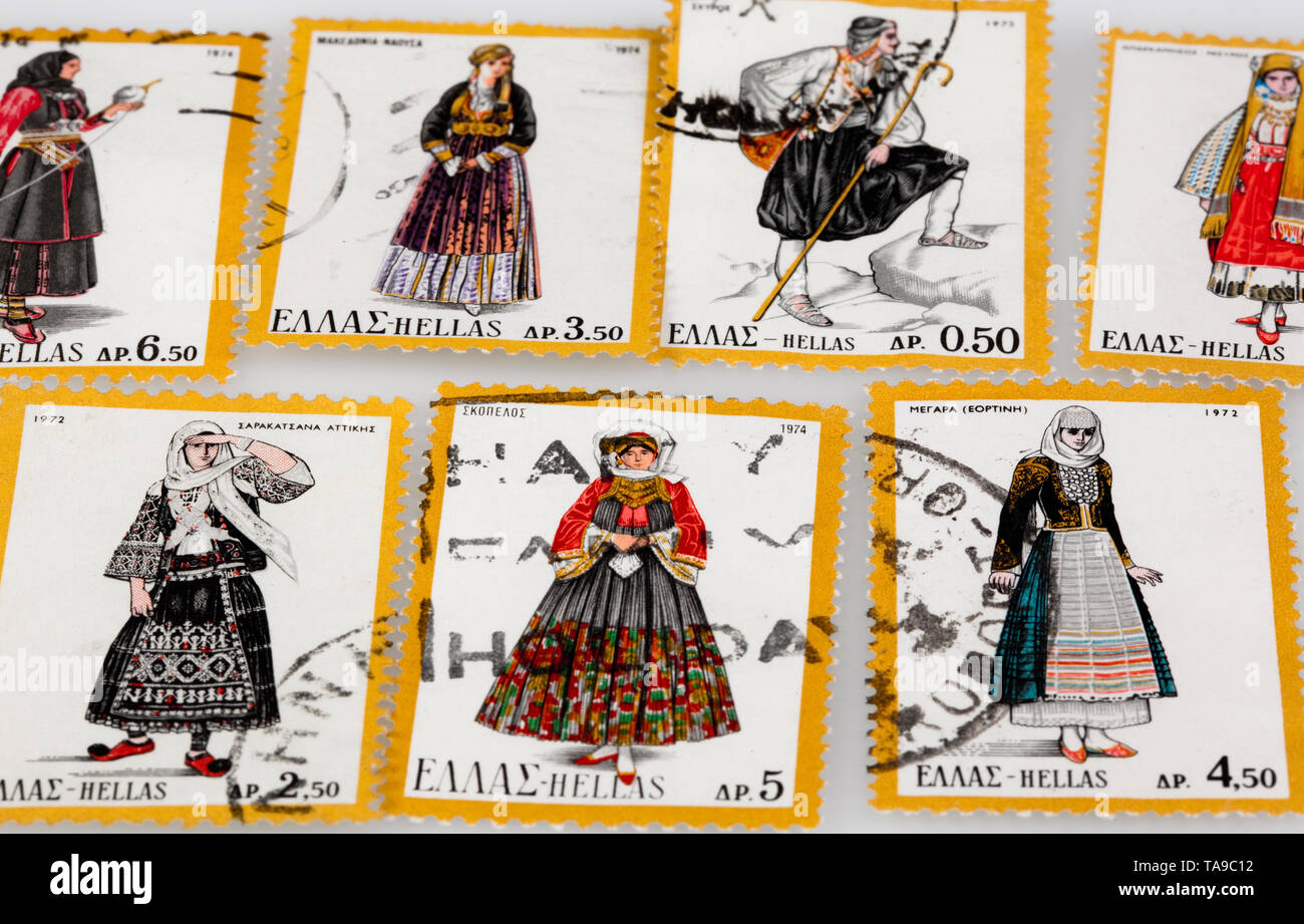 I francobolli con Folklore greco; Alte Briefmarken aus Griechenland mit heimischen Trachten Immagini Stock