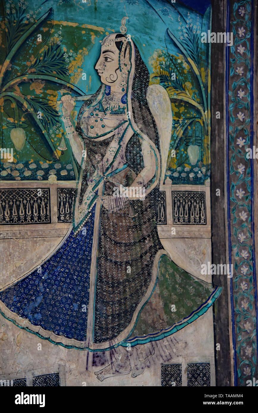 Colorato Rajput pittura all'interno del Chitrashala, una galleria porticata costruita tra 1748 e 1770, Garh Palace, Bundi, Rajasthan, stato dell India occidentale, in Asia. Immagini Stock