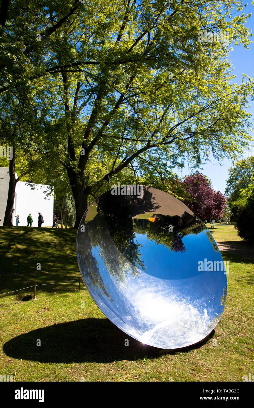 Il Parco della scultura (Skulpturenpark), scultura untiteled da Anish Kapoor, 1997, Colonia, Germania. der Skulpturenpark, Skulptur ohne Titel von Anish Immagini Stock