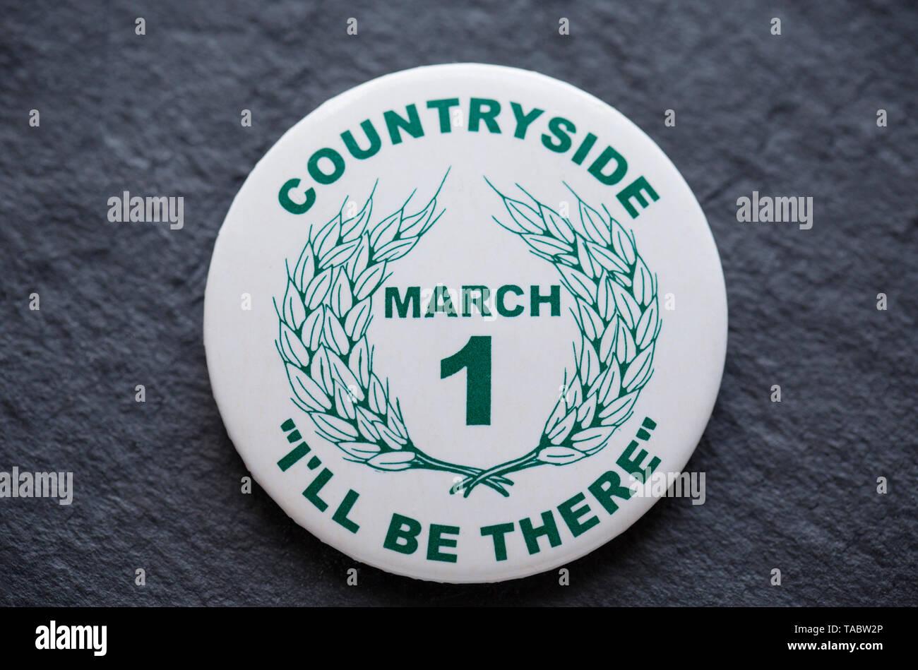 Un pro-caccia badge che è stato fatto per la campagna di marzo 1998 in relazione alla proposta di vietare la caccia con i cani nel Regno Unito. Il mese di marzo in Londo Immagini Stock