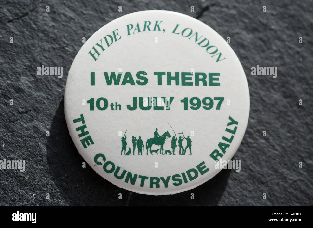 Un pro-caccia badge che è stato fatto per la campagna 1997 Rally in Hyde Park in relazione alla proposta di vietare la caccia con i cani nel Regno Unito. Il rall Immagini Stock