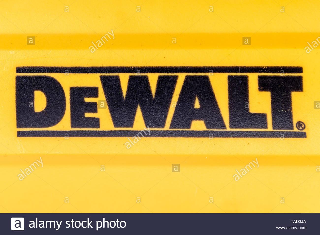 Toronto, Ontario, Canada-May 9, 2019: Close up di DeWalt marchio su un utensile di potenza. DeWalt è un americano di marchio mondiale di power tools Immagini Stock