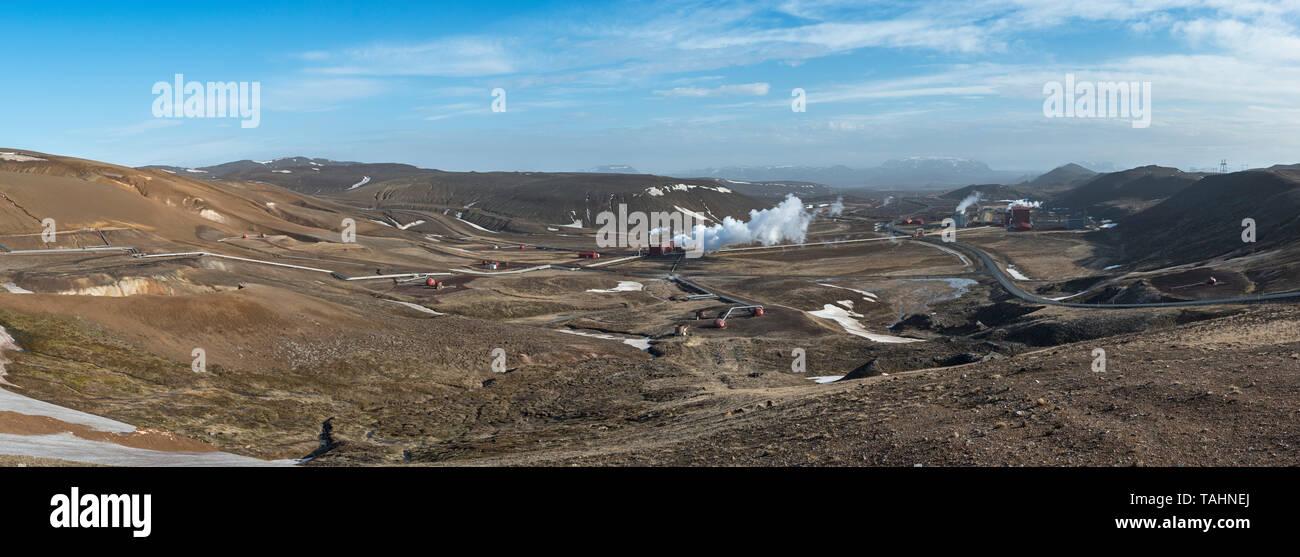 Vista panoramica del Krafla Stazione Elettrica Geotermica vicino al lago Mývatn nel nord-est dell'Islanda. Essa produce 60 MW di potenza Immagini Stock