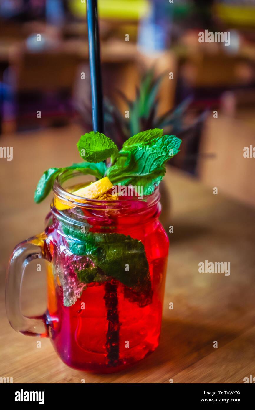 Lampone Mocktail con lamponi freschi e menta e limone guarnire Immagini Stock