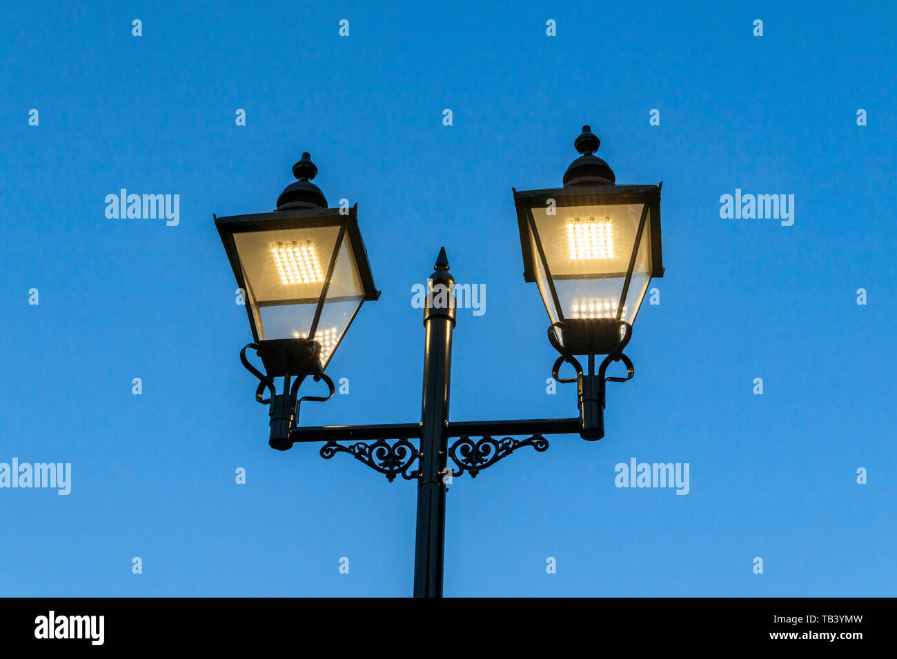 Una in stile vittoriano moderna Strada luce LED, Navigator Square, Archway, London, Regno Unito Foto Stock